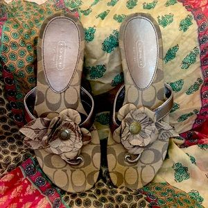 COACH Patrisha flip flops. Worn only once. Size 7.5